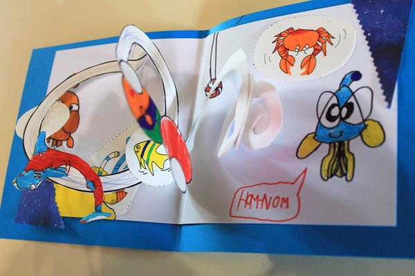 Exemple 8 de carte pop-up spirale réalisée à l'atelier de l'illustratrice Cloé Perrotin lors d'un Salon du Livre en 2018