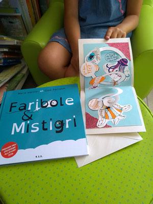 Carte Pop-Up spirale d'une enfant à la bibliothèque de Cossaye dans la Nièvre en 2018