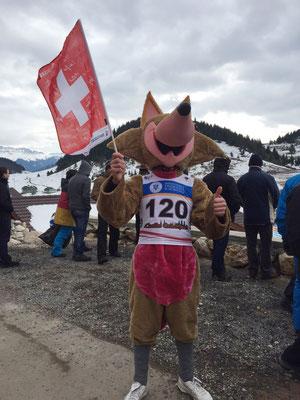 Auch das Maskottchen ist ein Schweizer Fan...