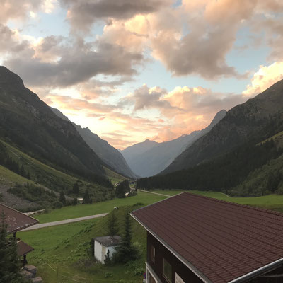 (29/07/18) Hiking through the alps.