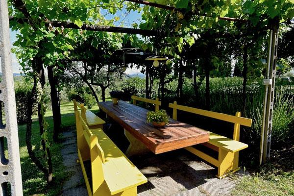 pergola, long table,  villa, Casafredda, Arezzo, Toscana, Tuscany, Agriturismo, casa vacanza