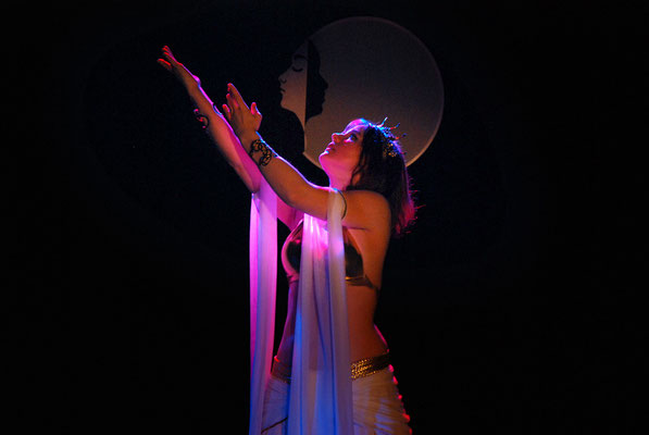 """Leela als Inanna in der Tanztheatershow """"in my sister's country"""""""