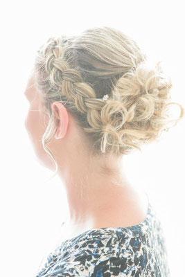 photo préparatifs mariage, photographe Normandie, coiffure détail,