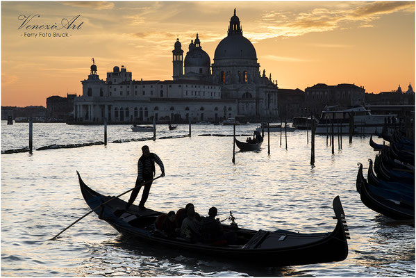 Venedig - Gondeln im Abendlicht