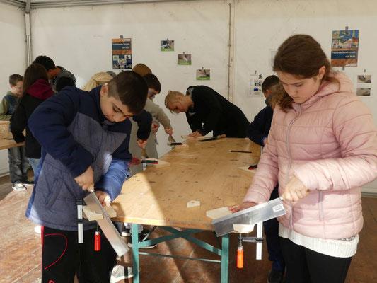 In der Gruppe Holzbearbeitung wurden Segelboote hergestellt.