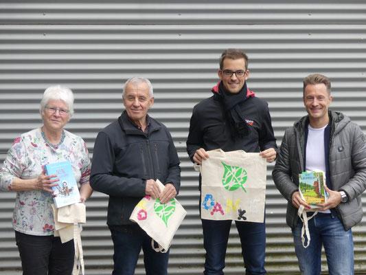 Frau Kretzer (ehemalige Lehrerin der Schule), Herr Müller-Rubens (Großvater zweier Schüler), Niklas Zankowski (Radio Siegen) und Stefan Fuckert (u.a. WDR) haben in den Klassen verschiedene Bücher rund um das Thema Sport gelesen.