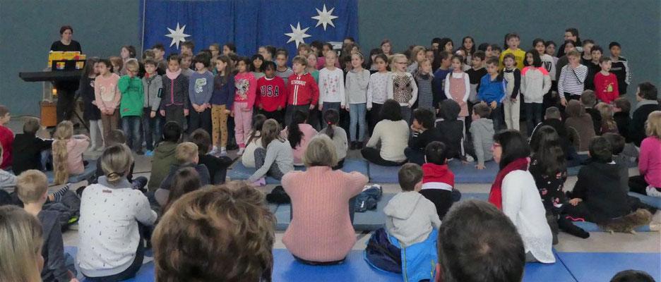 So einen großen Schulchor hatten wir noch nie. Die Hälfte aller Kinder singen mit.