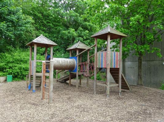 In den Pausen und nach dem Unterricht können die Kinder hier klettern.
