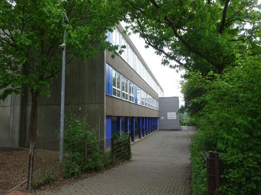 So sieht unser Schulgebäude von außen aus.