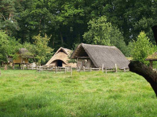 Bronzezeithof (nachgebaut)