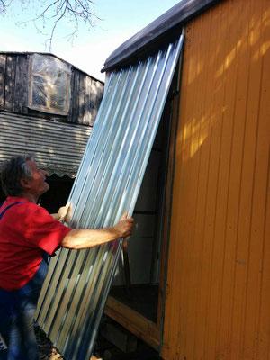 Die alte Stahltür haben wir ausgebaut.