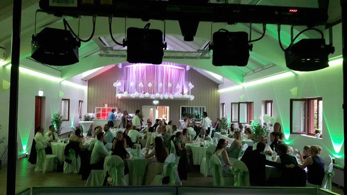 Ambiente Beleuchtung in Grün Hochzeit Festsaal Bad Homburg in OberErlenbach