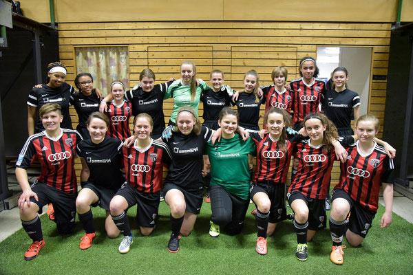 Mannschaftsfoto mit den Mädels vom FC Ingolstadt