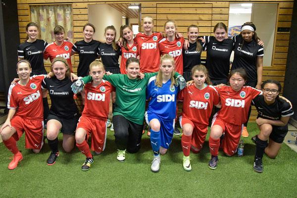 Gruppenfoto mit dem 1. FFC Frankfurt