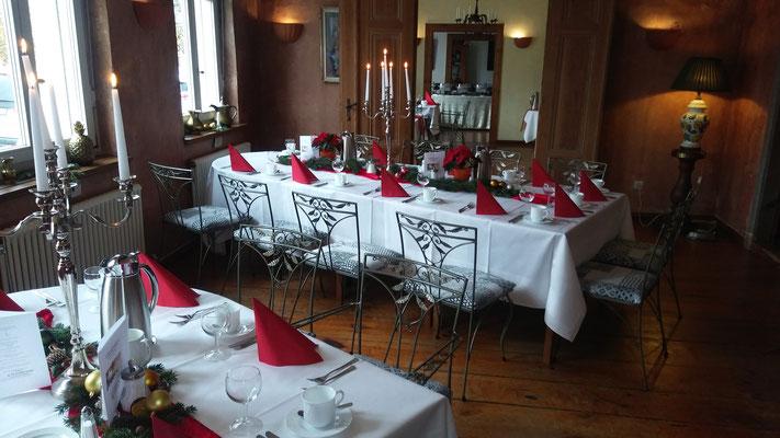 zum Adventsbrunch festlich gedeckt - Hotel Alte Försterei Kloster Zinna