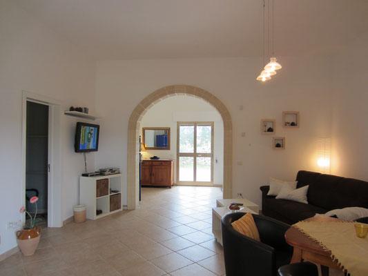 Wohnzimmer mit Blick zur Gartenterasse
