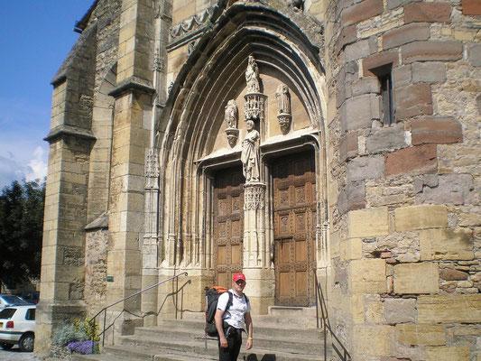 St Côme d'Olt - Devant l'église