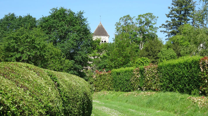 Eglise abbatiale de Puyferrand en vue