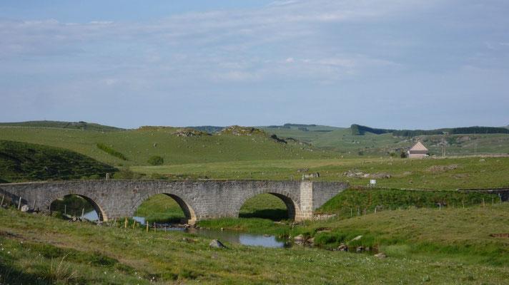 Rieutort d'Aubrac - Le pont sur le Besse