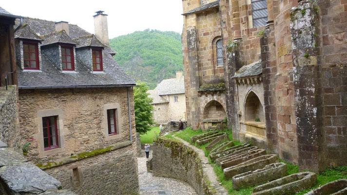 Conques - L'abbaye Sainte-Foy - Notre chambre, la lucarne de droite