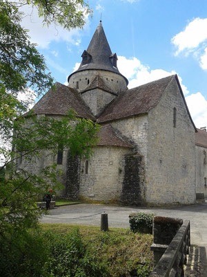 L'églide l'abbaye notre dame à Sauvelade
