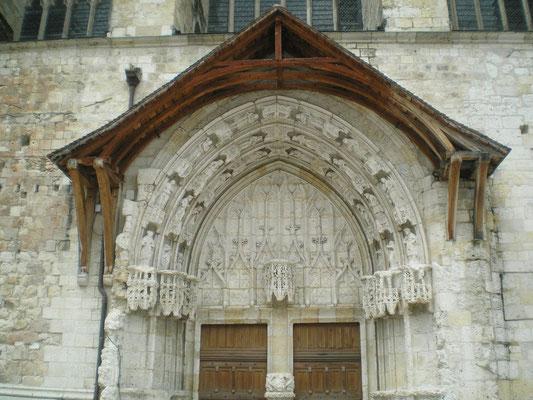 Le tympan de la cathédrale de Condom