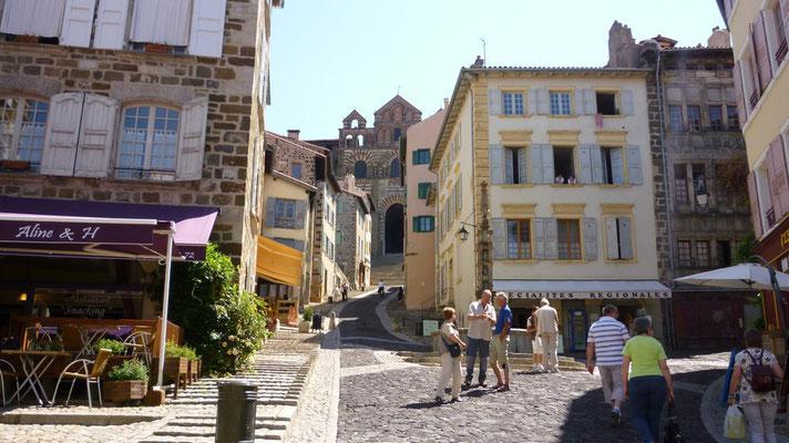 Le Puy - Au pied de la cathédrale