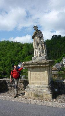 Estaing - Sur le pont, la statue de François d'Estaing