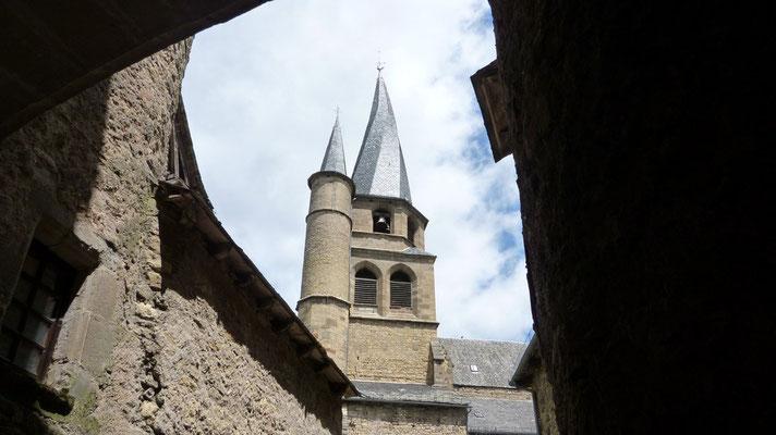 St Côme d'olt - L'église et son clocher flammé