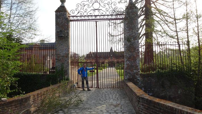 13-04-2014 - Thierry au chateau de La Grillère - Marche du Raboliot à Sennely