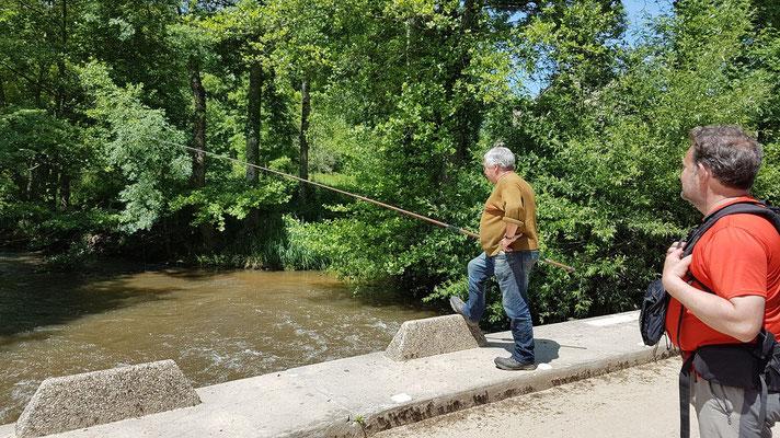 Un pêcheur de truites