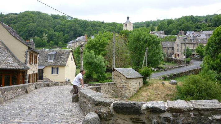 St Chely d'Aubrac - Le pont des pèlerins datant du moyen âge