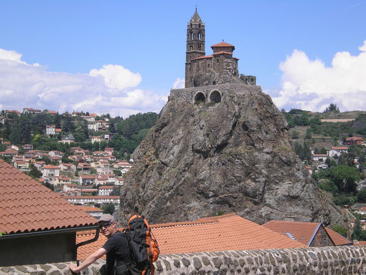 Le Puy en Velay (On devine un visage souriant sur le rocher)