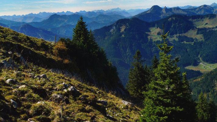 Karwendel, Wettersteingebirge, Walchenseer und Tegernseer Berge vom Wanderweg zur Rotwande