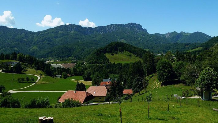 Kremsmauer vom Hügel der Wallfahrtskirche Frauenstein