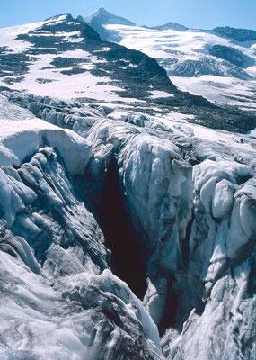 Spaltenlayrinth rechts vom Anstiegsweg zum Großvenediger