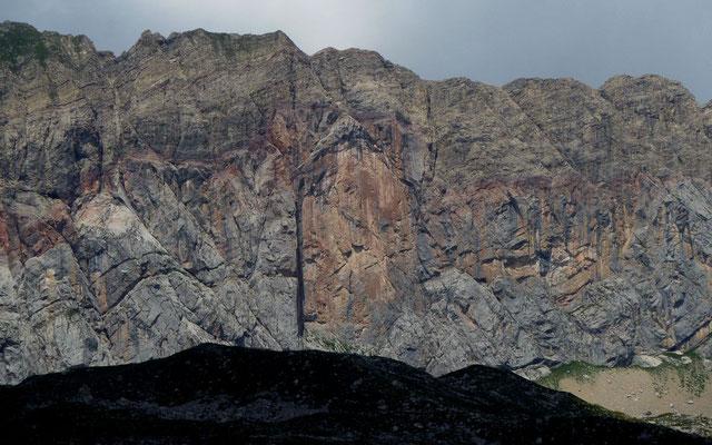 Auffallende Felsstrukturen in der Roten Wand