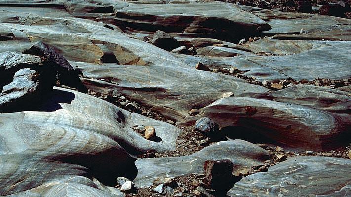 Gletscherschliffe und Geröll. Hinterlassenschaften des zurückgezogenen Gletschers