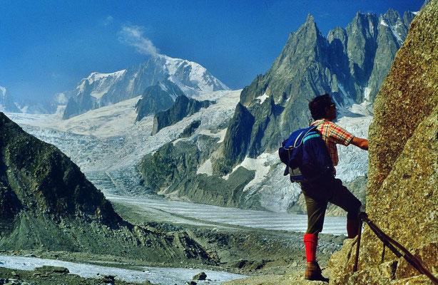 Foto von 1984: Mont Blanc mit Brenvaflanke und Geantgletscher. Rechs des Eisbruchs ist die Requinhütte zu erkennen.