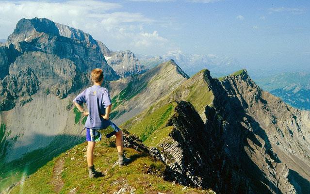 Am Firstgipfel. Aussicht auf Bunderspitz, Bunderkrinde, Großlohner und Wildhorngruppe