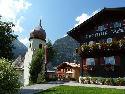 Kirche in Zug bei Lech bei der Bushaltestelle