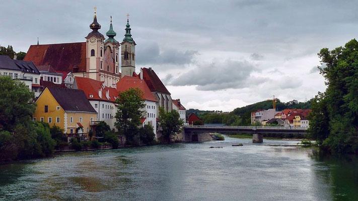 Die Michaelerkirche von der Uferpromenade in Steyr