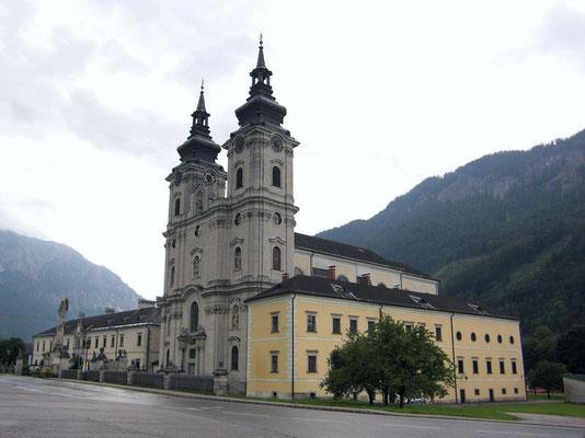 Mächtige Basilika des ehemaligen Stifts Spital am Phyrn