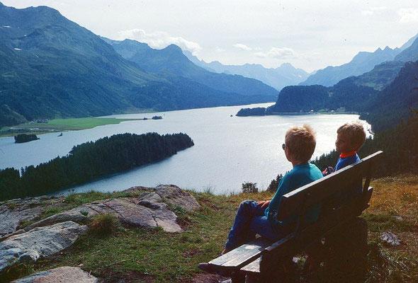 Rastbank mit herrlichem Blick über den Silser See zum Bergell