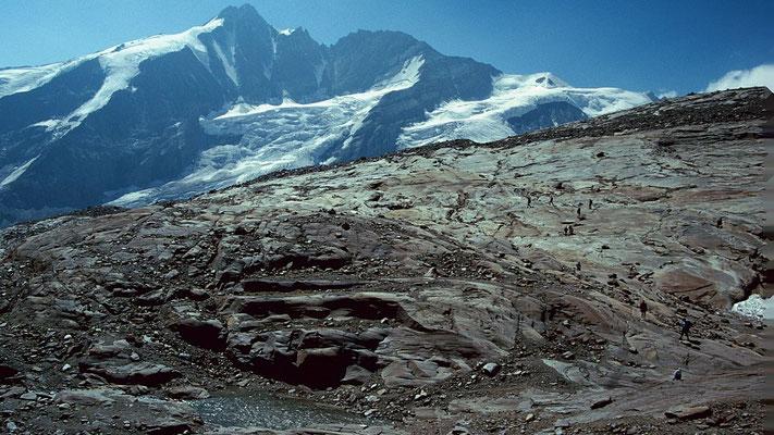 Gletscherschliffe und Seelein prägen das Bild auf dem Elschbergl