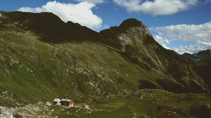 Die Essener und Rostocker Hütte vom Anstieg zum Rostocker-Eck