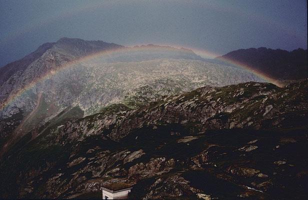 Regenbogen bei der Sulzenauhütte bei abziehendem Gewitter