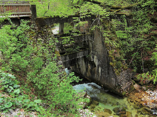 Staumauer für die ehemalige Holztrift im Bodinggraben