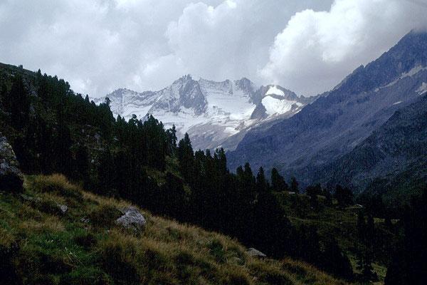 Blick zum Reichenspitzkamm mit Wildgerloskees und -spitze.