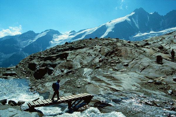 Steg über einen Bergbach zum Elschbergl